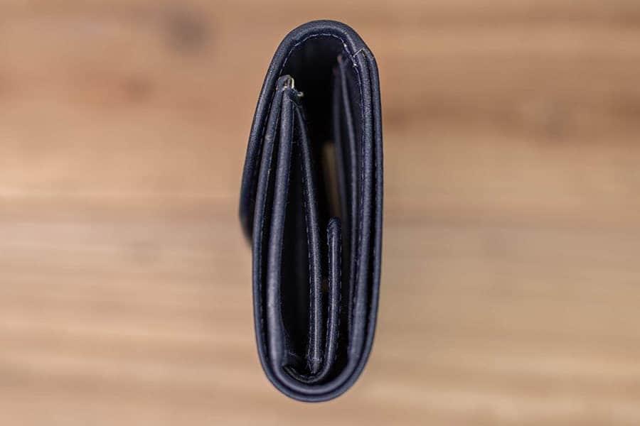 三つ折り財布のコバ