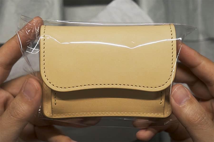 透明の袋に包まれたタング ナチュラル色