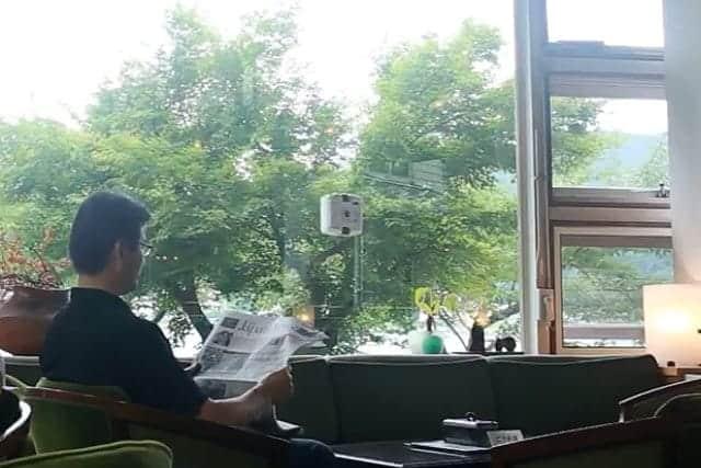 ウインドウメイトの掃除風景 窓の内側から見た写真