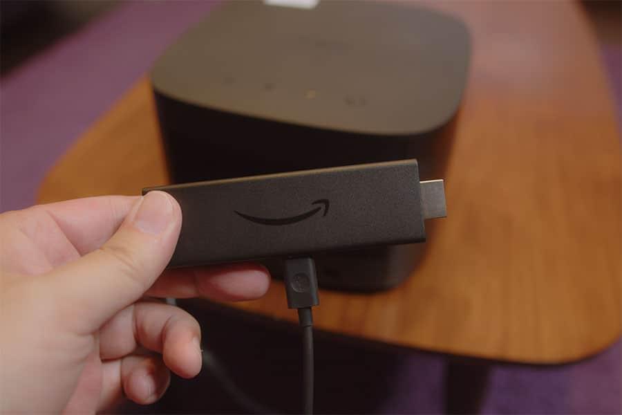 Netflixを視聴するにはFire TV Stickを使って視聴してます