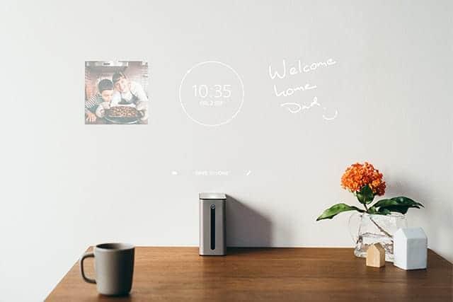 壁に映し出してメッセージを表示