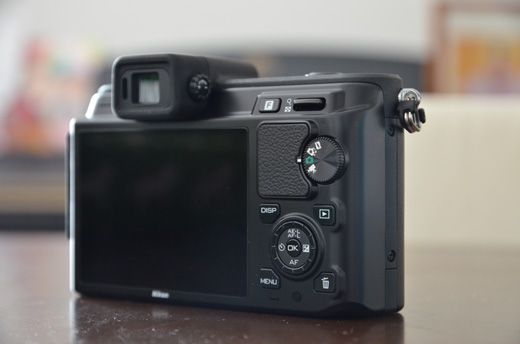 Nikon 1 V1 本体背面